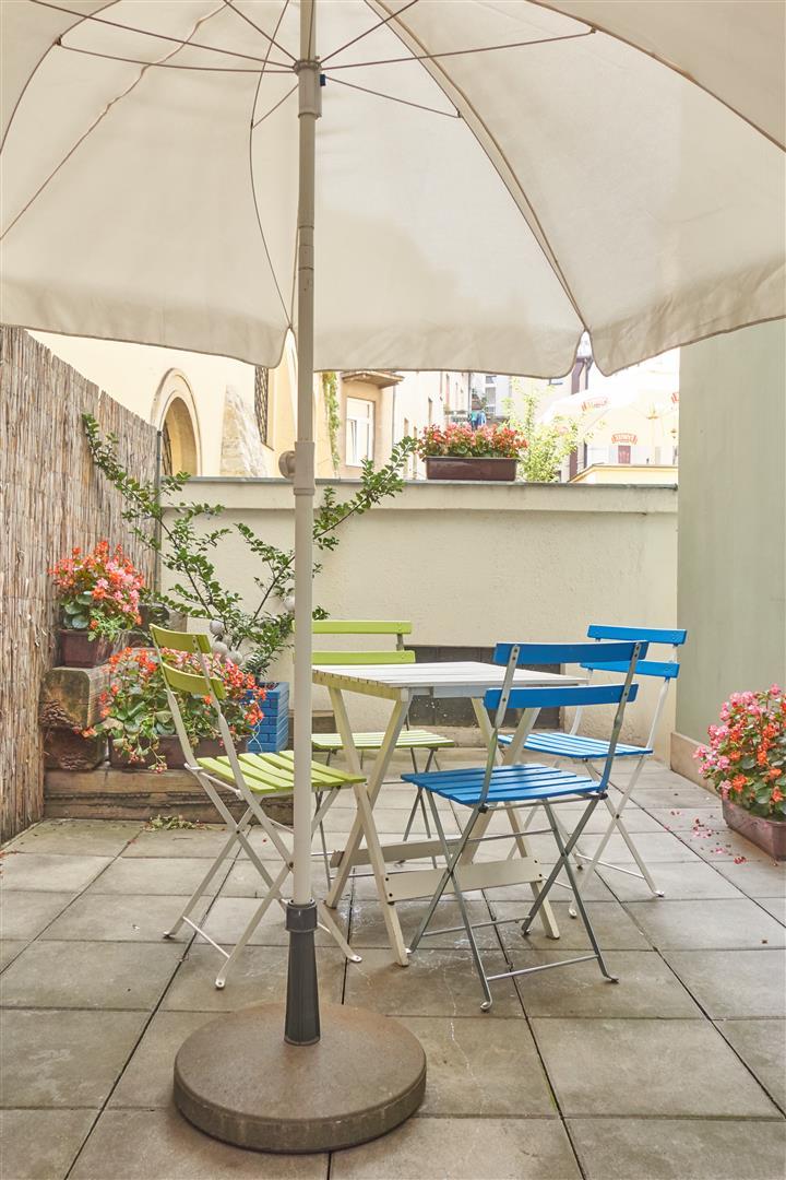 Rosa - Private patio (2)